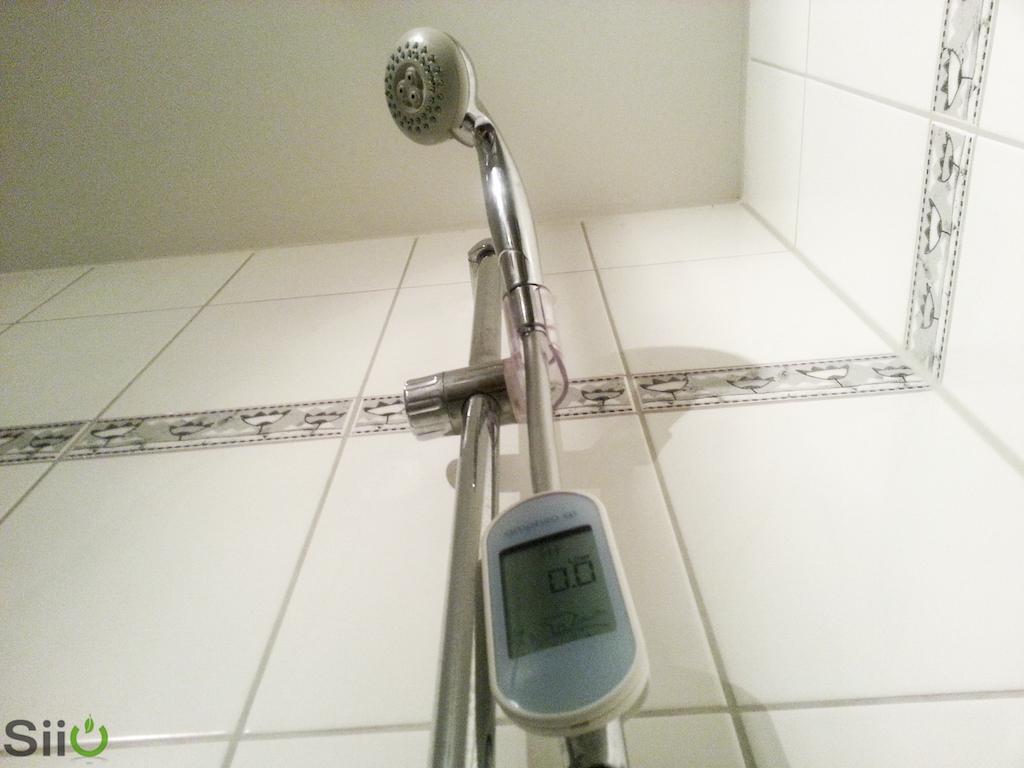 amphiro-duschwasserzähler an Dusche