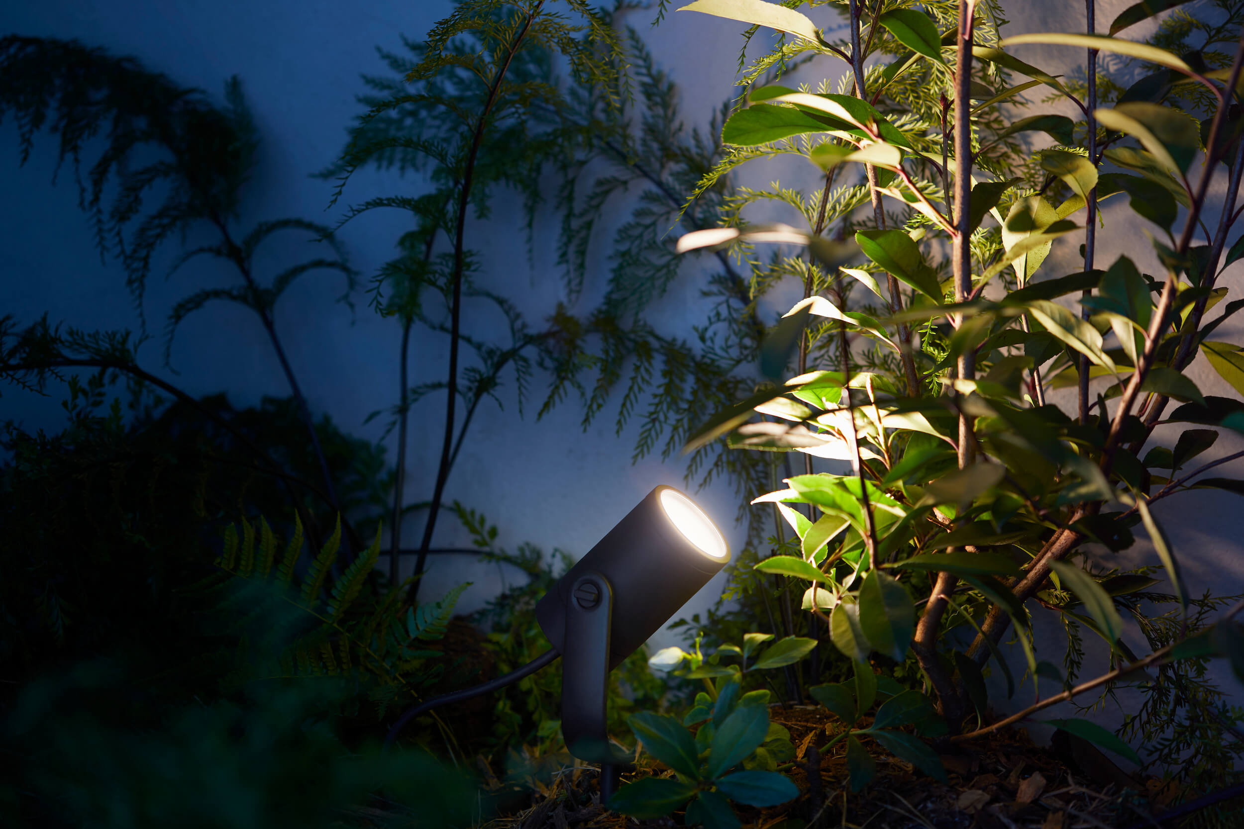 Philips-Hue-outdoor-Lily-spot-2